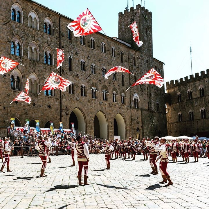 Astiludio, torneo di sbandieratori | Volterra