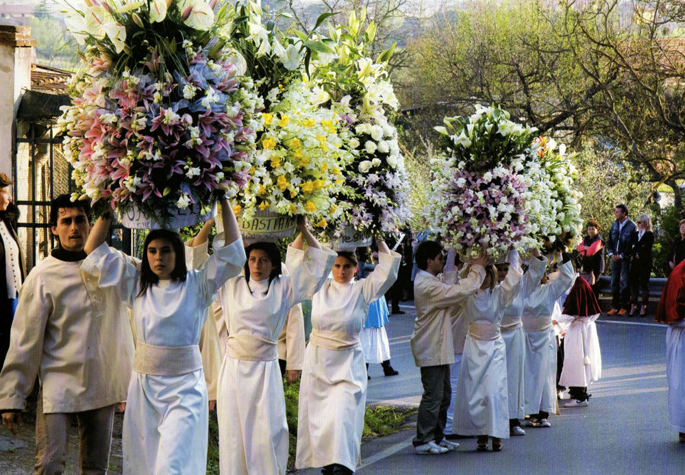 The Procession of the Paniere flowers for the Blessed Giuntini