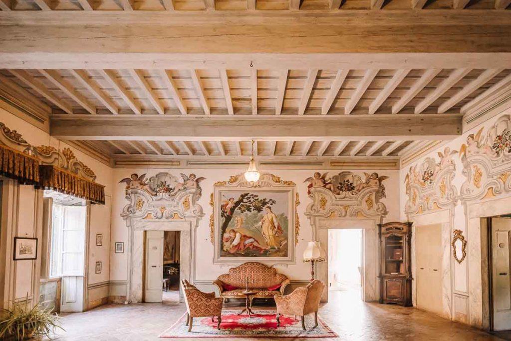 Salone interno della Villa Medicea di Buti