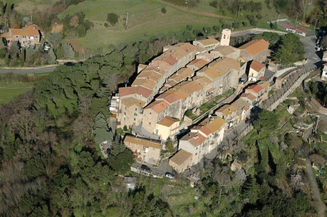 Touring the villages of Monteverdi Marittimo and Canneto